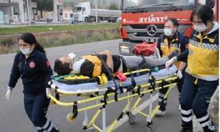Kamyonet, park halindeki TIR'a çarptı: 1 yaralı
