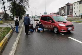 Hafif ticari araca çarpan bisiklet sürücüsü yaralandı