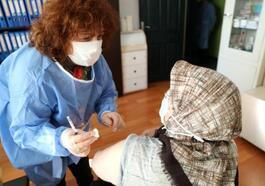 Huzurevi sakinlerine Covid-19 aşısı yapıldı
