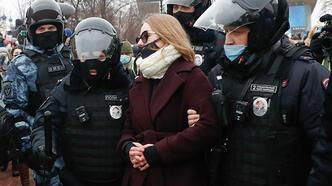 Rusya'da binlerce kişi Navalny'ni tutuklanmasını protesto etmek için sokağa çıktı