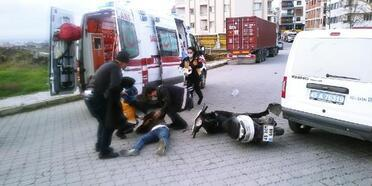 Motosiklet polis otosuna arkadan çarptı: 1 yaralı