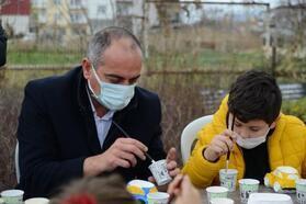 Gemlik Belediye Başkanı Sertaslan, özel çocuklarla seramik yaptı