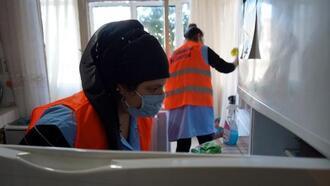 Lüleburgaz Belediyesi, ihtiyaç sahiplerinin evlerini temizliyor