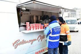 Çiğli Belediyesi'nden kandil simidi ve sıcak çorba ikramı