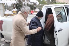 Belediye ekipleri yaşlı çifti aşı randevusuna yetiştirdi