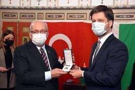 Tekirdağ Büyükşehir Belediye Başkanı Albayrak'a, Macaristan Liyakat Nişanı