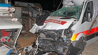 Fethiye'de korkunç kaza! Ambulans kamyonlara çarptı