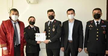 Astsubay çift resmi üniformayla evlendi