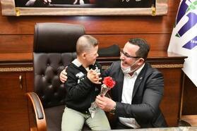 Özel çocuklar Başkan Kanar'ın konuğu oldu