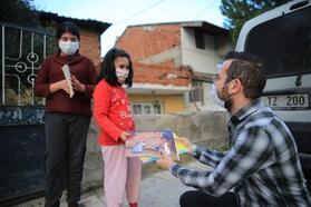 Pamukkale Belediyesi, kütüphaneyi evlere taşıdı
