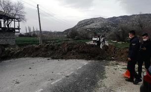 Bucak'ta bir köy daha karantinaya alındı