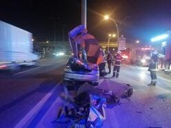 Otomobil bariyerlereçarptı: 2 yaralı