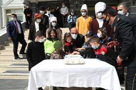 Polis çocukları Emniyet Müdürü Mehmet Şahne'yi ziyaret etti