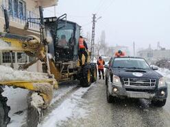 Mersin'de, karda mahsur kalan vatandaşlar kurtarıldı