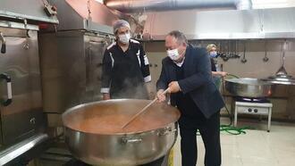 Kadirli Belediyesi'nden 3 bin aileye 3 çeşit sıcak yemek