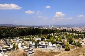 Hamitler Mezarlığı sıralı definlere kapanıyor