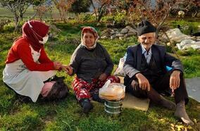 Nurdağı'nda ihtiyaç sahibi ailelere sıcak yemek