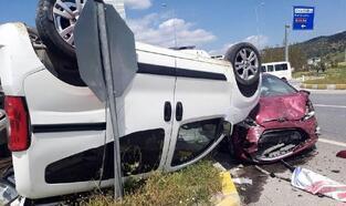 Çine'de hafif ticari araçla otomobil çarpıştı: 3 yaralı