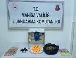 Turgutlu'da kısıtlamaya rağmen kumar oynayan 27 kişiye idari işlem