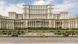 Avrupa'nın en büyük binası Romanya Parlamento Sarayı