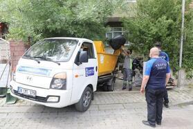 Topçular'da çöp ev temizlendi, evden bir kamyon çöp çıktı