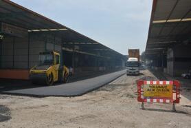 Büyükşehir, Tarsus Hal Kompleksi'ndeki asfalt çalışmasını sürdürüyor