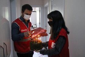 Kızılay Gönüllüleri'nden Emirhan'a sürpriz