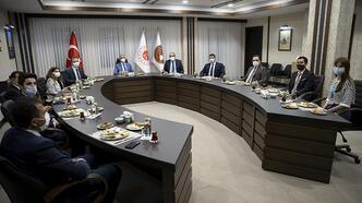 Bakan Gül, nöbetçi yargı mensubu ve personelle sahur yaptı