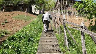 Komşuların 'inat merdiveni! 'Herkes kendi yolundan evine çıkıyor'