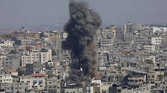 Son dakika... İsrail, Gazze'nin orta ve güney kesimlerinde iki evi bombaladı