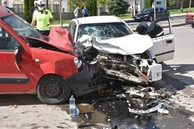 Hafif ticari araç ile otomobil çarpıştı: 4 yaralı