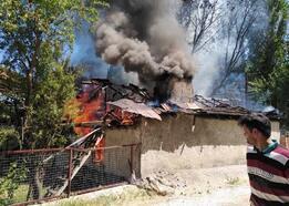 Ahşap ev yandı