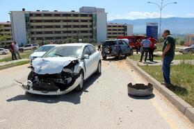 Bolu'da, cip ile otomobil çarpıştı: 2 yaralı