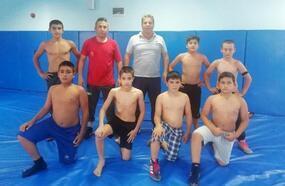 Kumluca'dan 7 güreşçi milli takım seçmelerine katılacak