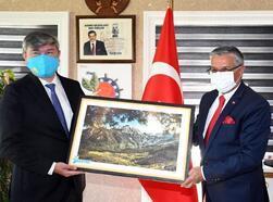 Kazakistan Büyükelçisi, Kemer Belediyesi'nde