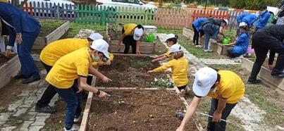 Öğrenciler, Çocuk Tarım Akademisinde hem öğreniyor hem de eğleniyor