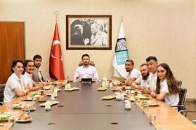 Beşiktaş Belediye Başkanı Akpolat ve Engelsiz Sanat Topluluğu sporcuları bir araya geldi