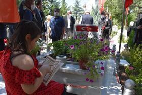 Kırıkkale'de bayram arifesinde şehitlik ziyareti