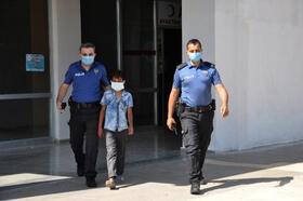Kaybolan çocuğu polisler buldu