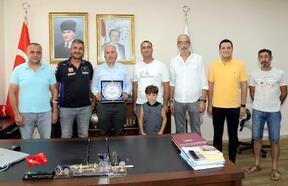 Türkiye Motosiklet Federasyonu'ndan, Başkan Gültak'a plaket