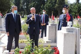 KKTC Cumhurbaşkanı Tatar'dan Kıbrıs Şehidi Cengiz Topel'in kabrine ziyaret