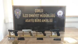 Çorlu'da polis evlerin bacalarında 4 ruhsatsız silah ele geçirdi