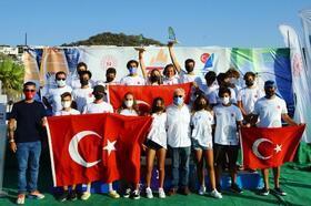 Rüzgar sörfüne Türkiye damgası