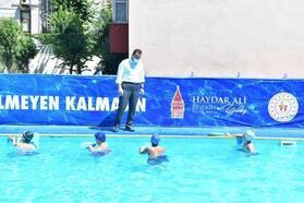 Beyoğlu'nda okulların bahçelerinde kurulan havuzlarda 2 bin öğrenciye yüzme eğitimi