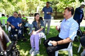 Tekerlekli sandalyesi çalınan genç kıza sürpriz