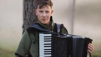 Martynas Levickis: Akordeon genç bir enstrüman ve hâlâ kimliğinin uzantılarını keşfediyor