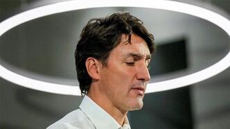 Kanada Başbakanı Trudeau'ya seçim kampanyasında taş atıldı