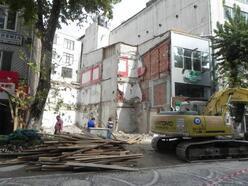 Lüleburgaz'da depreme dayanıksız 5 katlı bina yıkıldı