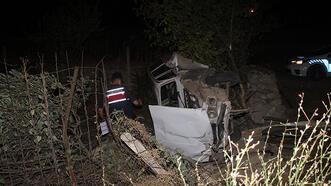 Otomobil evin bahçesine uçtu, sürücü ağır yaralandı