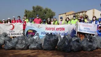 Dünya Temizlik Günü'nde Aydınlı gönüllüler çöp topladı